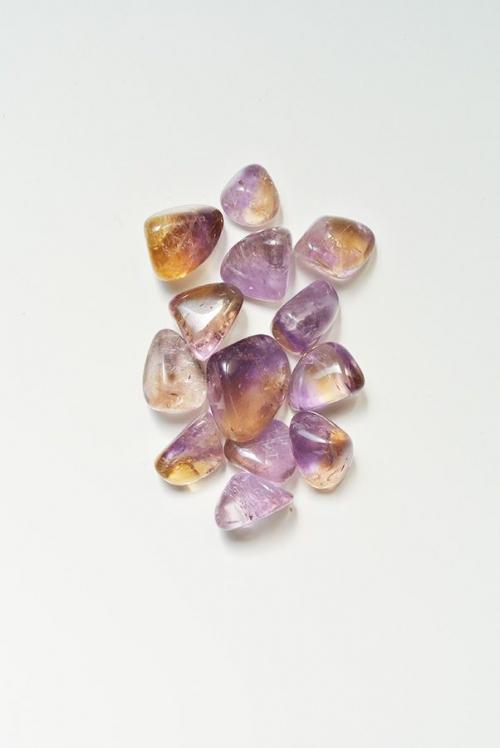 ametrien is een mineraal dat citrien en amethist verenigt