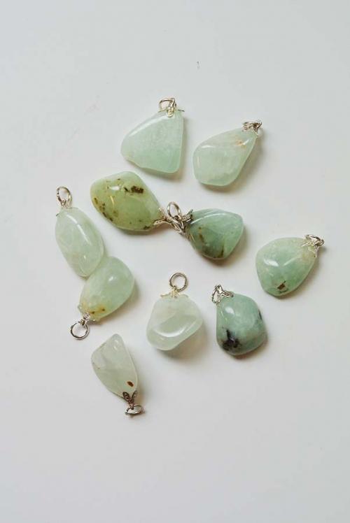 jade (nefriet) edelsteenhanger 2 cm