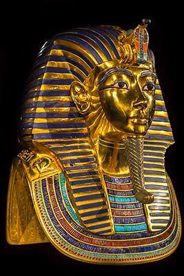Het masker van Toetanchamon. De blauwe lijnen zijn Lapis Lazuli
