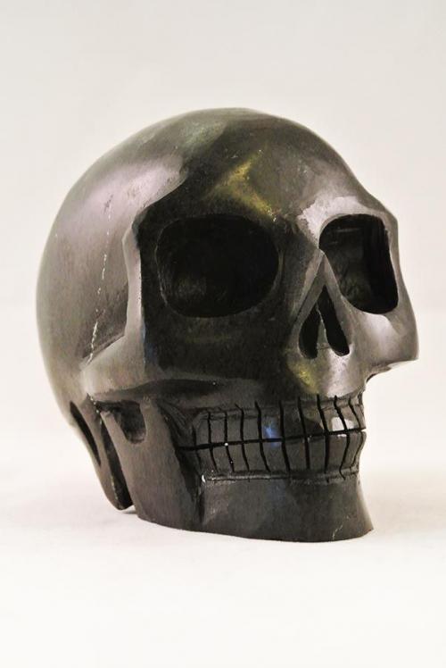 zwarte serpentijn crystal skull, kristallen schedel serpentijn