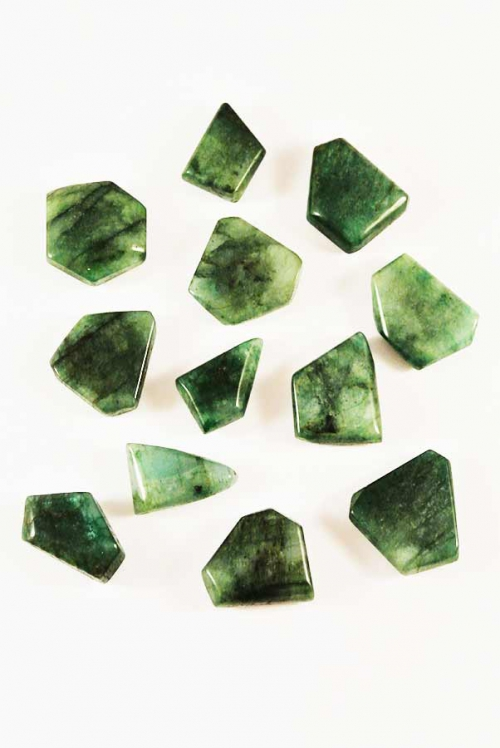 Smaragd trommelsteen, smaragd getrommeld, smaragd knuffelsteen, emerald, smaragd, hart chakra, hart, liefde, edelsteen, kopen, smaragd trommelstenen