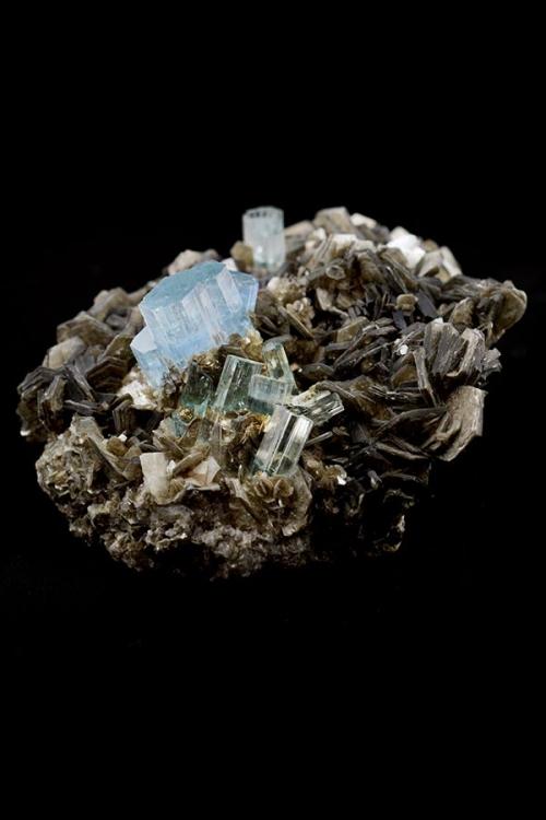 Aquamarijn Muscoviet met toermalijn, museumstuk, kopen, moskoviet, aquamarine, aquamarin, blauw, moedersteen, ruw, specimen, Pakistan