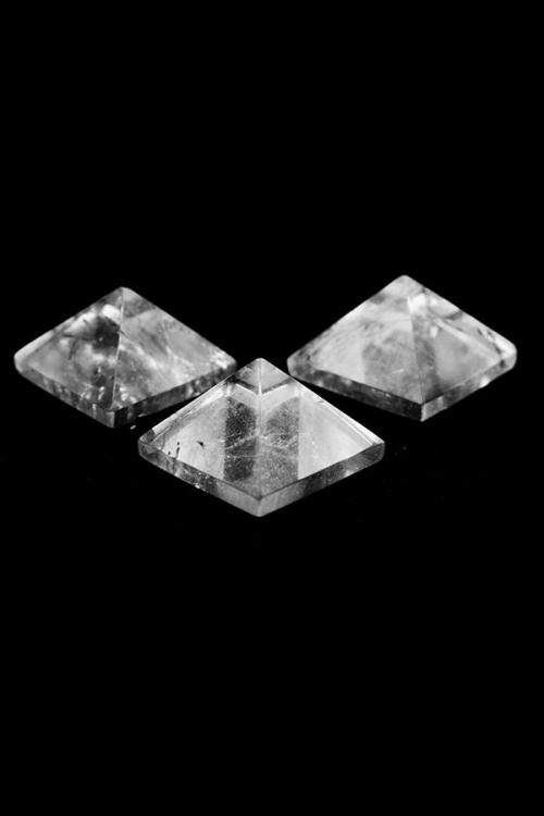Bergkristal piramide, edelsteen piramide, pyramid, gemstone, kopen, arnhem, edelstenen piramide, geometrie, mineralen, clear quartz