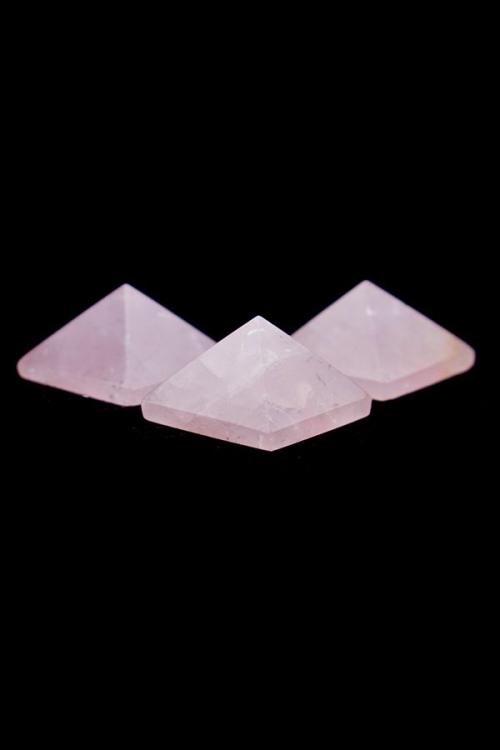 Rozenkwarts piramide, 4 cm, edelstenen piramide, rosequartz, rozenkwarts, rozekwarts, edelstenen piramide, edelsteen, pyramid, kopen