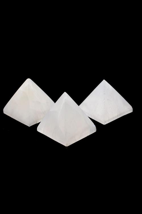 seleniet piramide, selenite piramid, kopen, edlelstenen, mineralen, edelsteen, kopen, arnhem, goedkoop
