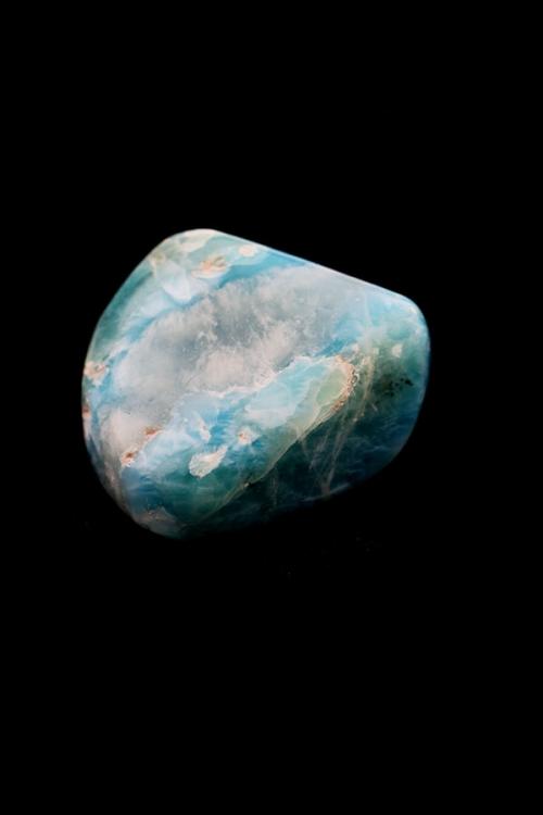 Larimar uit de Dominicaanse Republiek, Larimar steen, handgepolijst. trommelsteen, knuffelsteen, stenen, edelstenen, mineralen, edelsteen, blauw, kopen, Larimar platte steen, handgepolijst