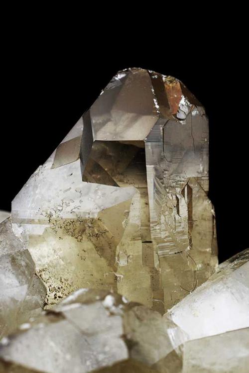 smokey citrien cluster, ruwe bergkristal cluster, groep, citrine, rookkwarts, collector item, verzamelaar, mineraal, edelsteen, edelstenen, mineralen, kopen