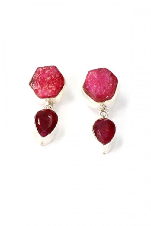 Robijn in zilver ruw en gepolijst oorbellen, 3.3 cm, Robijn in zilver oorbellen, ruby earrings, zilveren, kopen